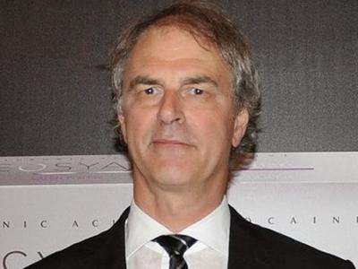 Dr Wayne Carey